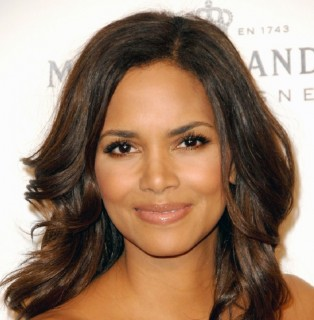 "Parental Rights and Responsibilities - Halle Berry Prevents Ex-Husband From Making Their Child ""look less black"""