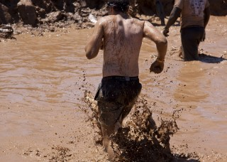"1000 People Fall Ill After ""Mud Day"" Event in France"